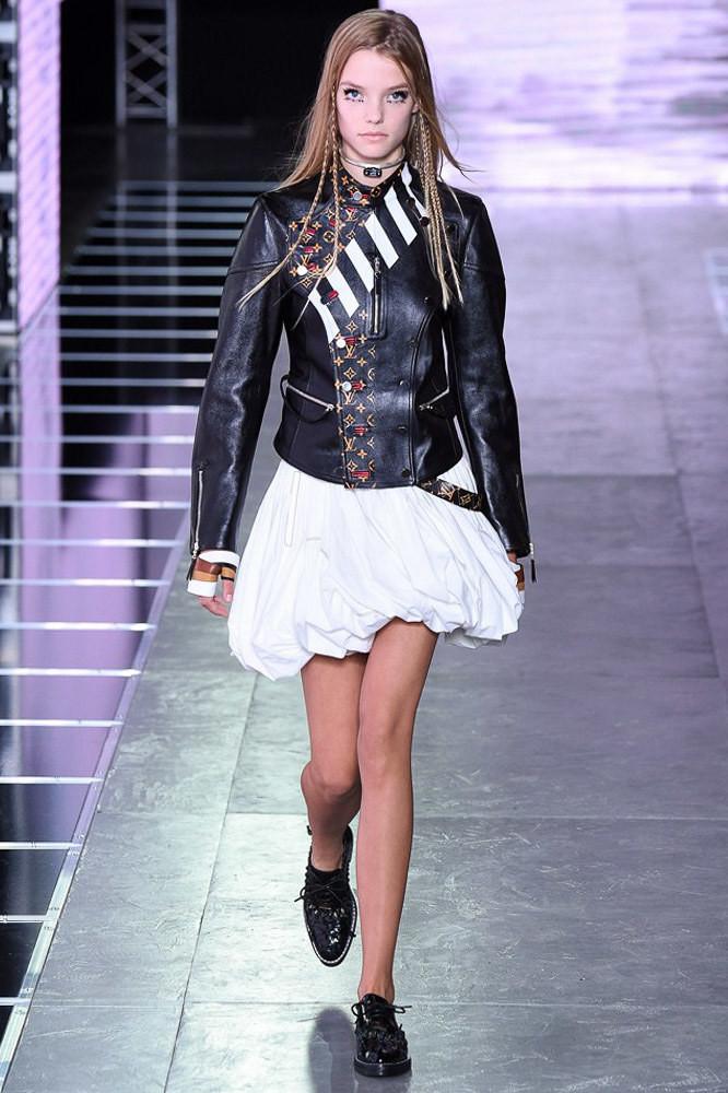 Неожиданная коллекция дома Louis Vuitton SS16 представлена сегодня в Париже