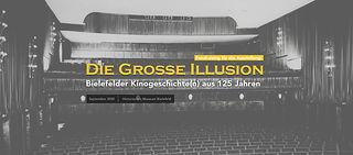 """Titelbild der Bielefelder Kinoausstellung """"Die große Illusion"""". Gelbe Schrift auf einem schwarzweißen Hintergrund, der einen alten Kinosaal zeigt."""