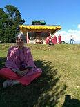 Catherine Rickebusch et moulin à prière bouddhiste