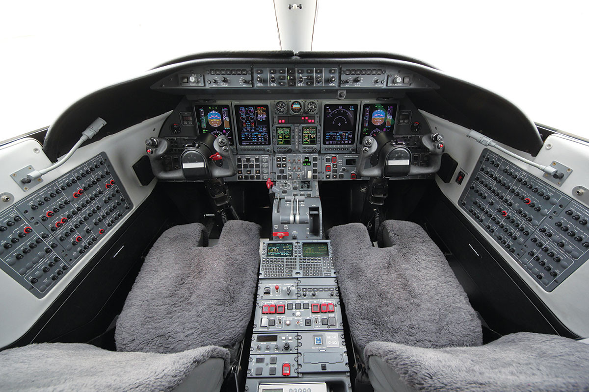 103EZ-Cockpit-1.jpg