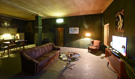 01_gorillaz_lounge.jpg