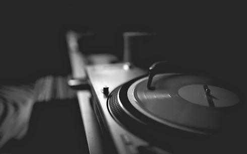 59-595423_red-vinyl-disk-turntable-music
