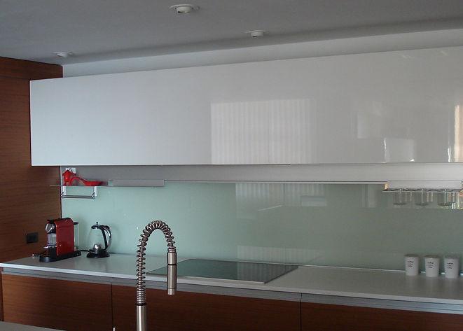 Wood Veneer Cabinets, Glass Backsplash, High Gloss Cabinets