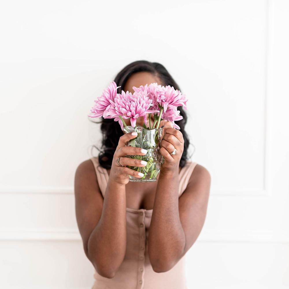girl with flowers, friendship coach, friendship expert, friendship speaker