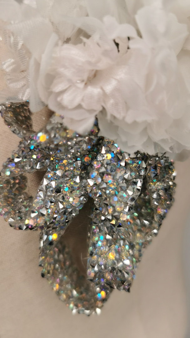 White carnations with silver glitter pon