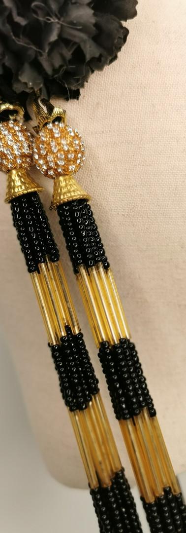 Gold glitter ponsietta with black