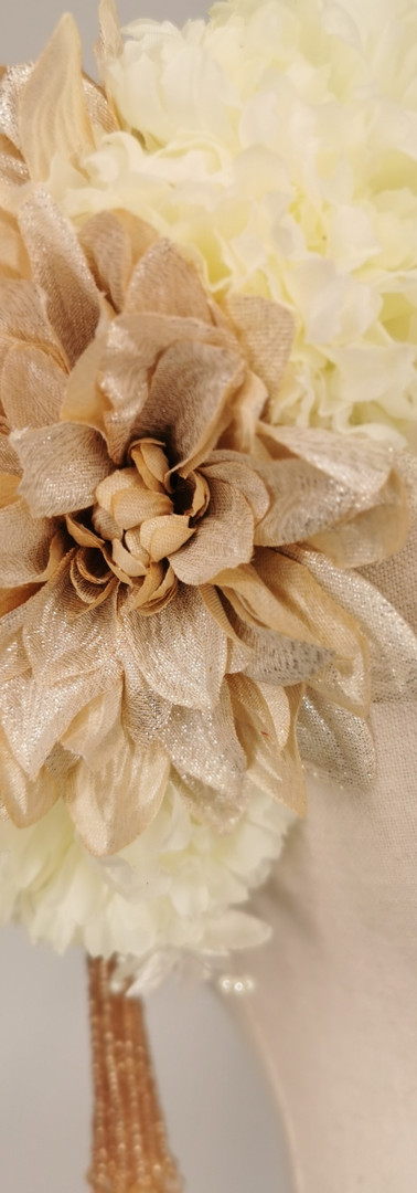 Champagne metallic dhalias with ivory