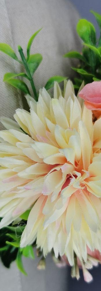 Pair of cream chrysanthemum and vintage