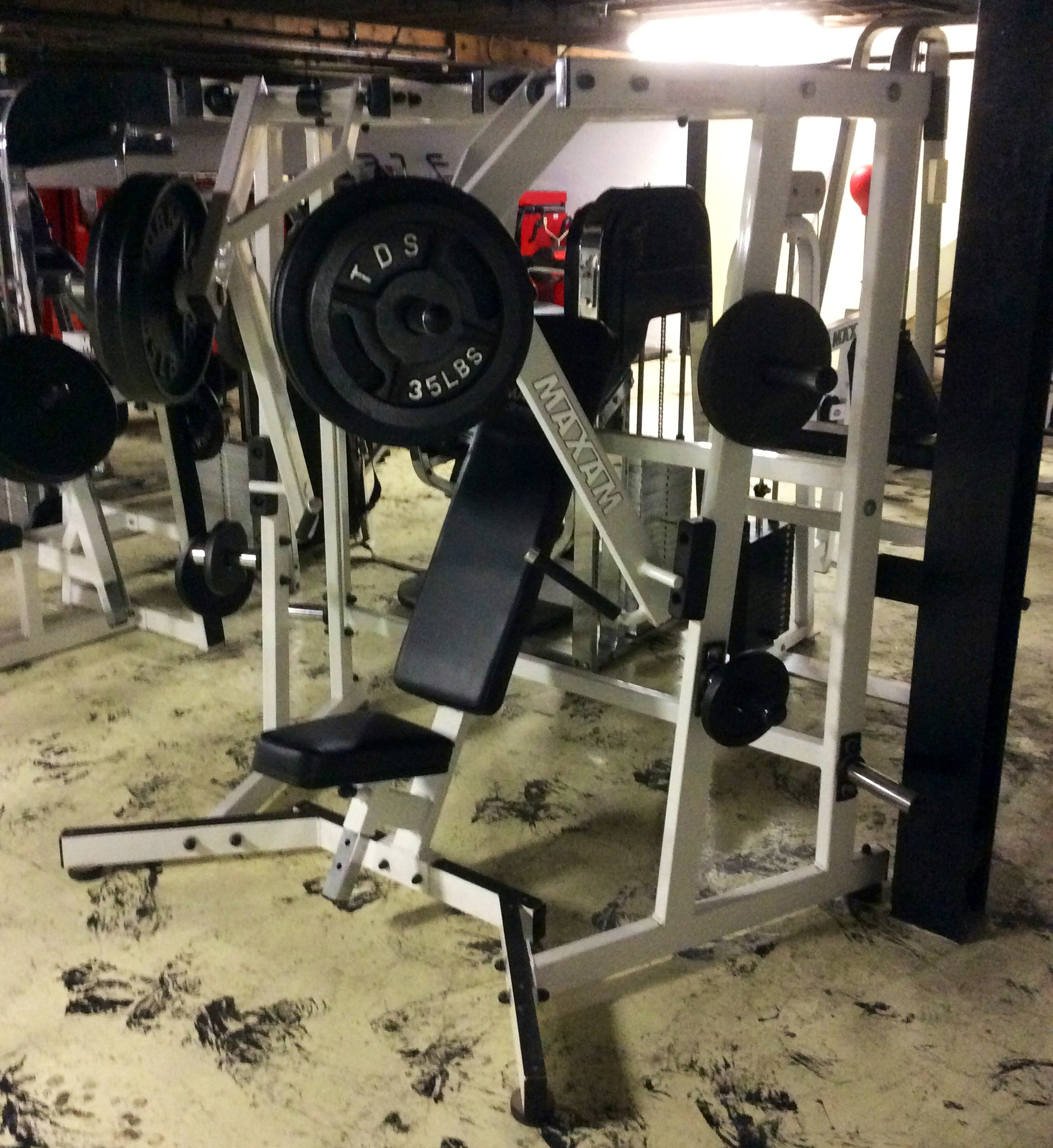 MAX-SEATED LEVER BENCH PRESS