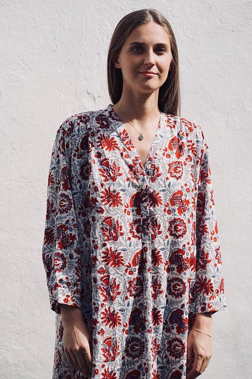 Chemise de nuit imprimée de fleurs rouges et bleues