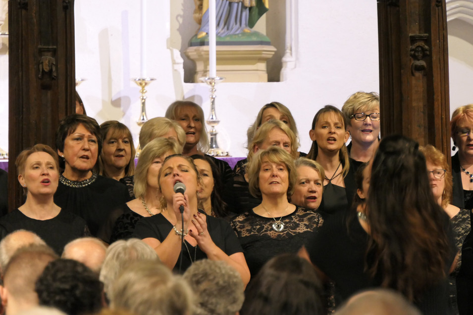 The Jupiter Singers with soloist