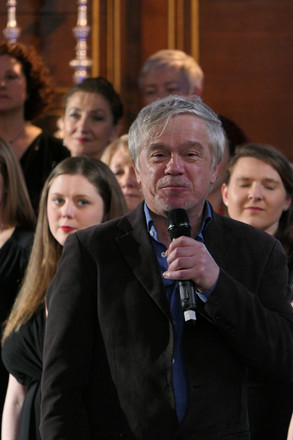 James Holmes presenting London Show Choir Live
