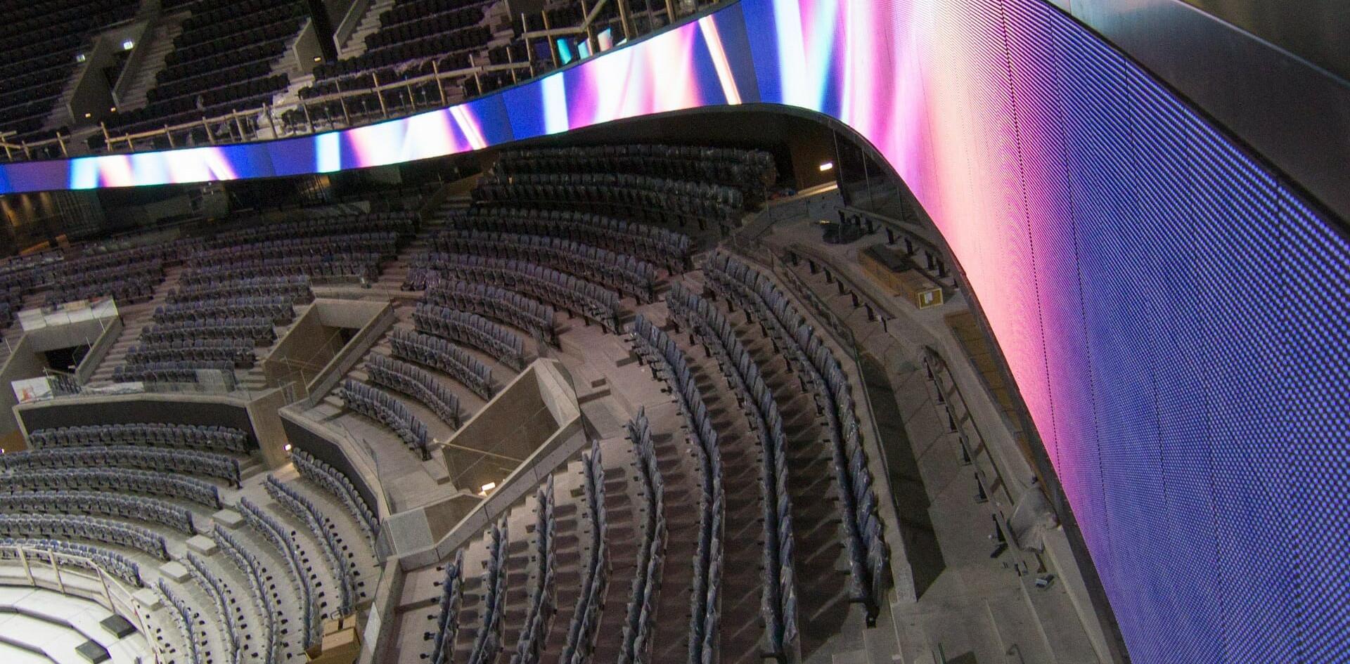 нестандартен LED екран на стадион/зала