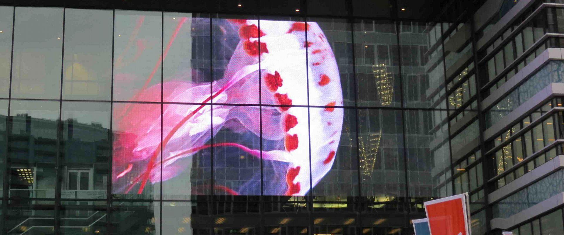 """""""Прозрачен"""" LED екран"""