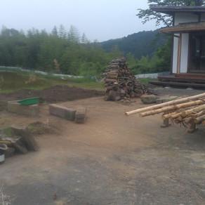 田植えひと段落 薪棚準備