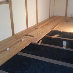 床張り27 くん炭完了 仕上げ床開始
