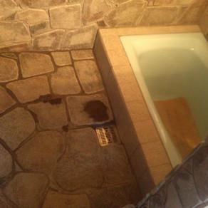 風呂41・石張り完了 閉じないということ