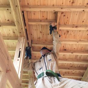 煙突設置と草屋根防水シート