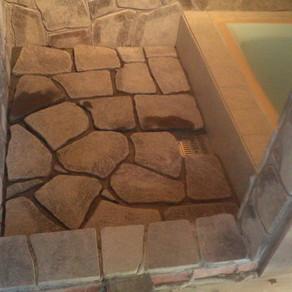 風呂作り37 床の石張り