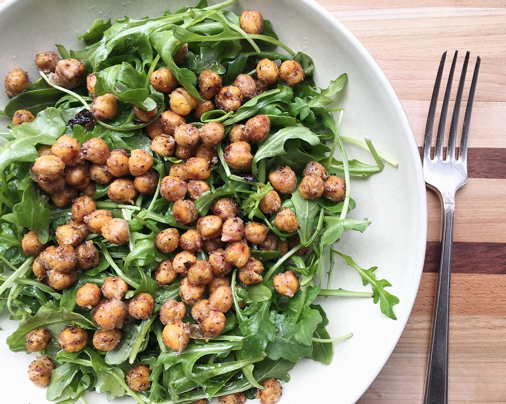 chickpeas on arugula