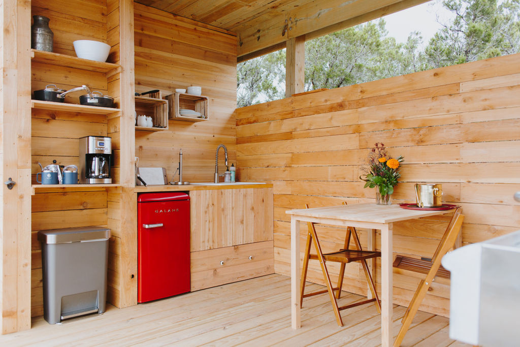 Outdoor kitchen at Becca Ger