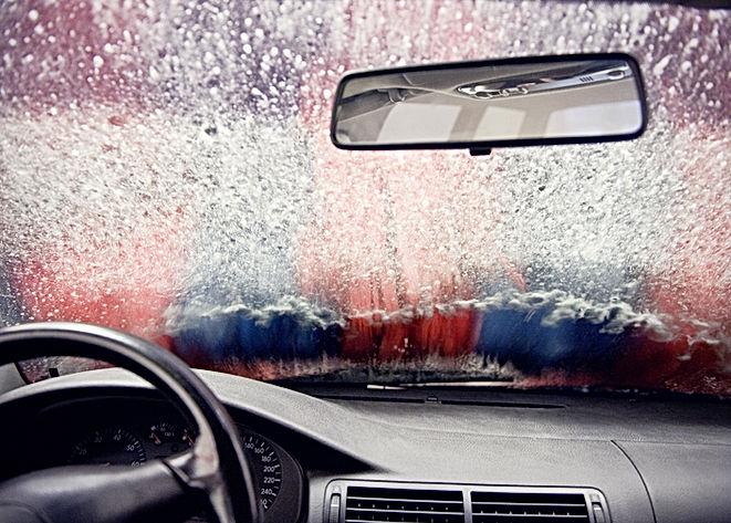 Au lavage de voiture