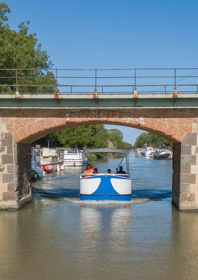 Pénichette sous un pont