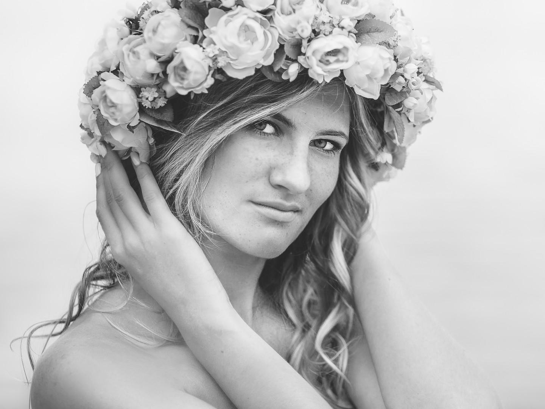 fotoliebe-beauty-model-blumenkranz-outdo