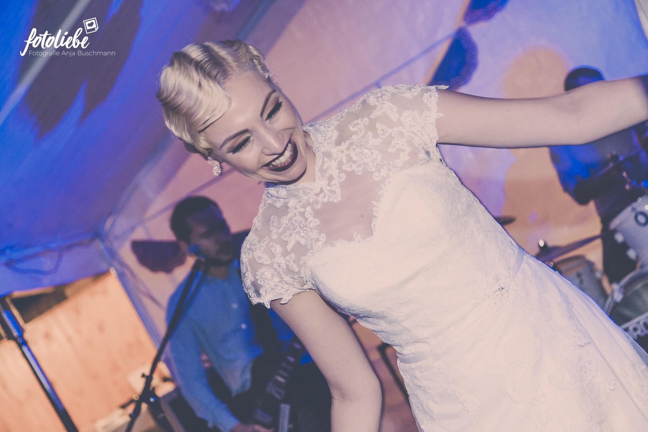 Fotoliebe-Hochzeit-Ratingen-Hochzeitsfeier-MikaTobi_038
