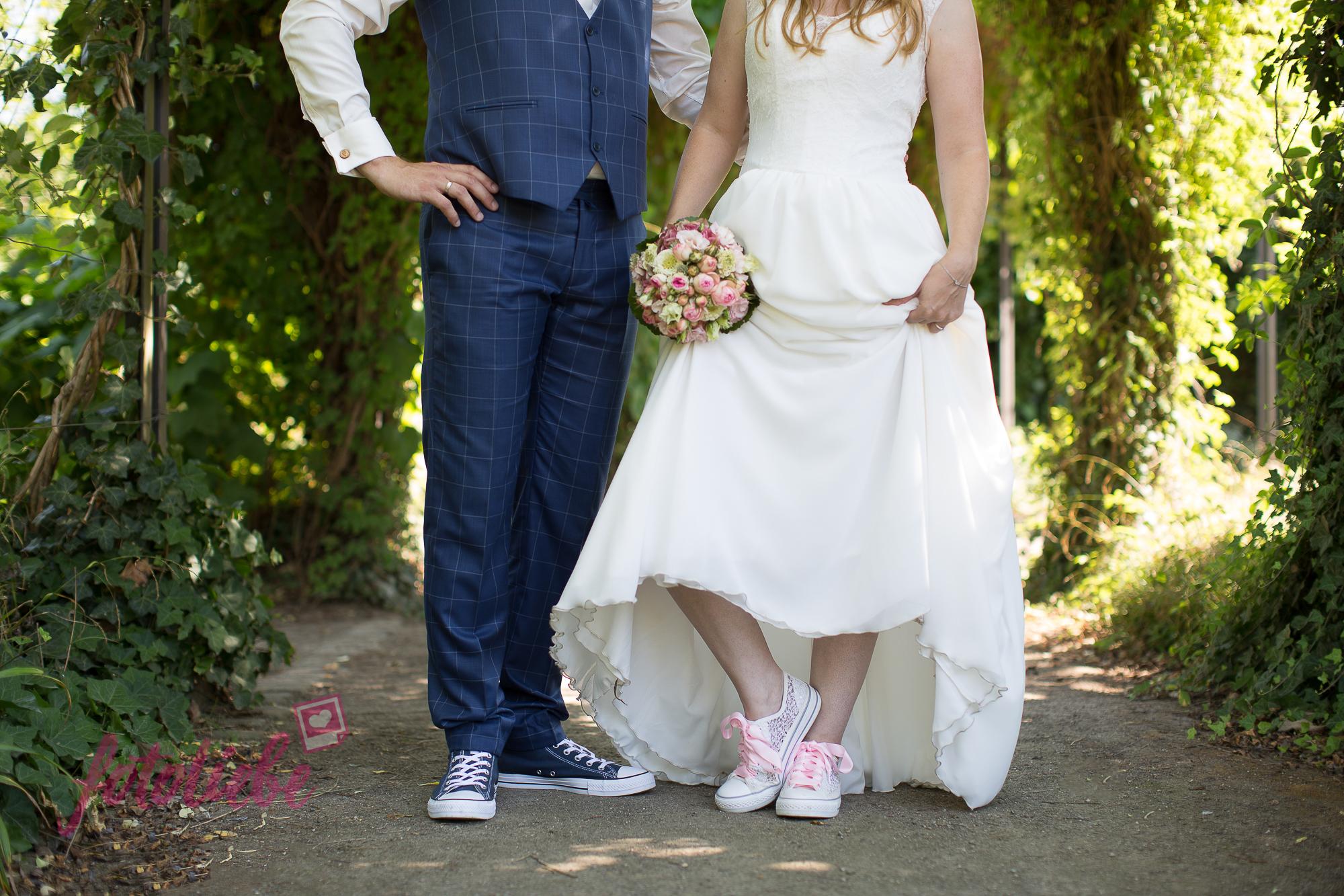 Brautpaar mit Chucks