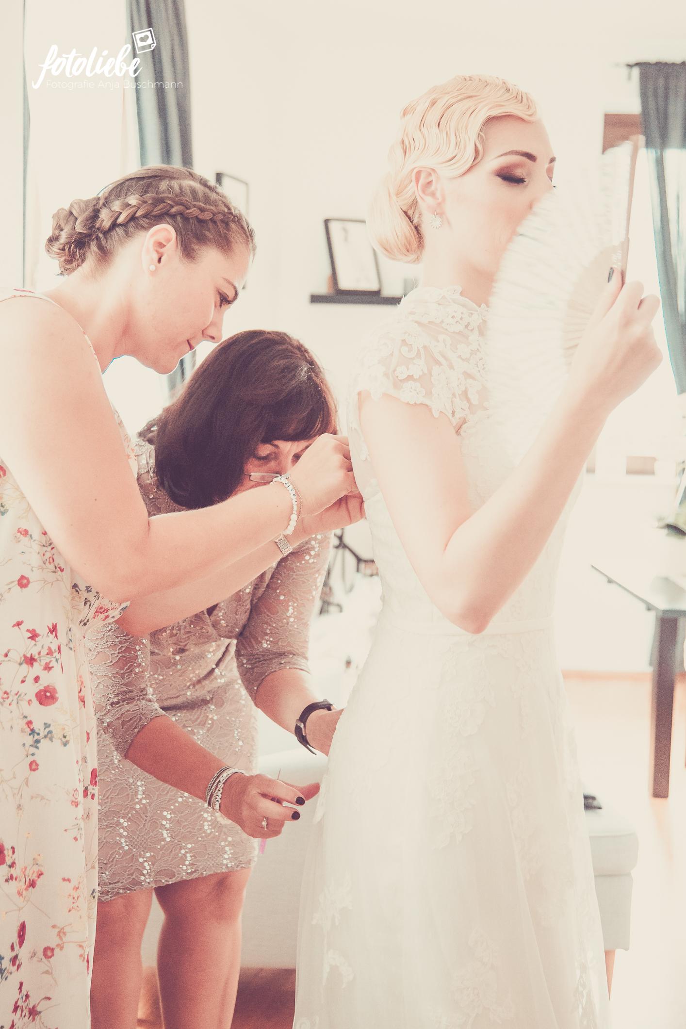 Fotoliebe-Hochzeit-Ratingen-Brautstyling-MikaTobi_025