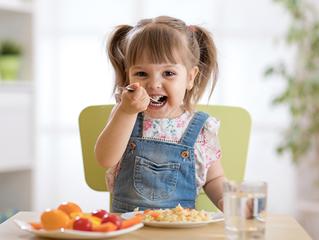 Comportamento alimentar das crianças requer atenção dos pais