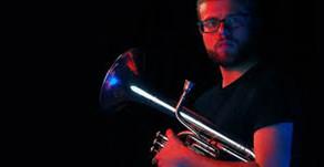 Horn soloist Ross Dunne gives 5 minute masterclasses