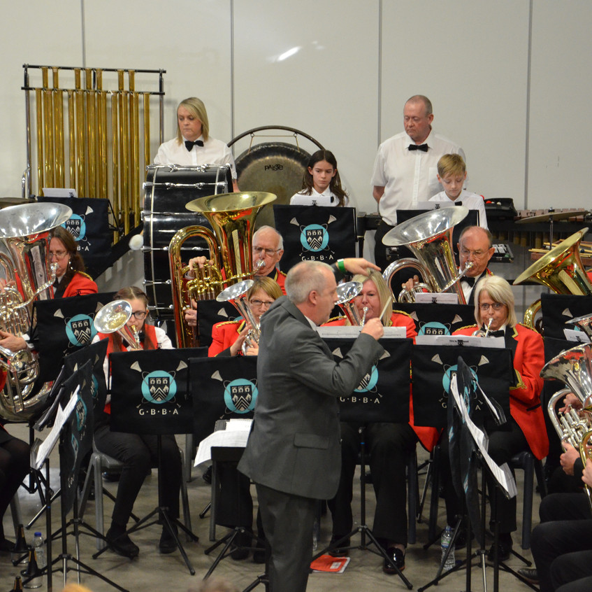 Contesting photograph full band