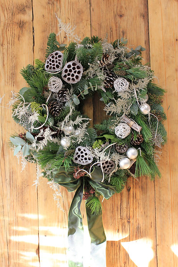 A Glittery Christmas Door Wreath