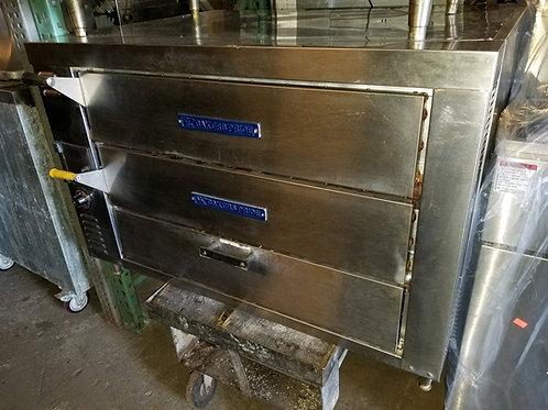Bakers Pride Oven 42''x33'' 2 Decks of 24''x36''