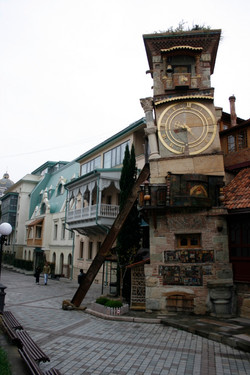clock_tower_by_Gabriadze_Puppet_Theater