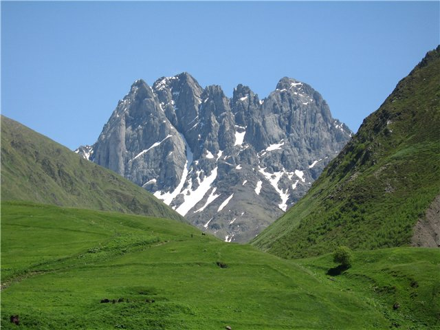 chaukhi mountains