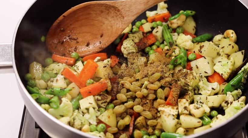 Veg Pulav recipe in Hindi- होटल जैसा वेज पुलाव बनाये अपने घर पे |