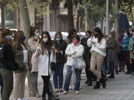 ALARMANTE! COLAS EN MADRID PARA SOMETERSE A UNA PCR ANTES DE VIAJAR EN NAVIDAD.