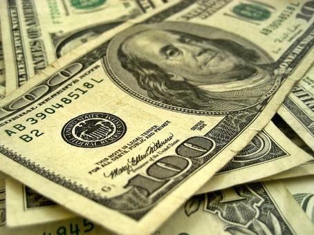 Venden dólar hasta en 21.55 pesos en terminal aérea capitalina
