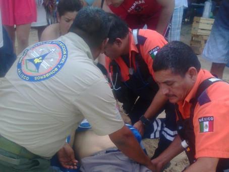 Turista es atendido en Playa Gemelas por problemas cardíacos