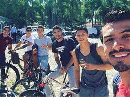 Jugadores de Chivas se unen al pueblo ante 'gasolinazo'