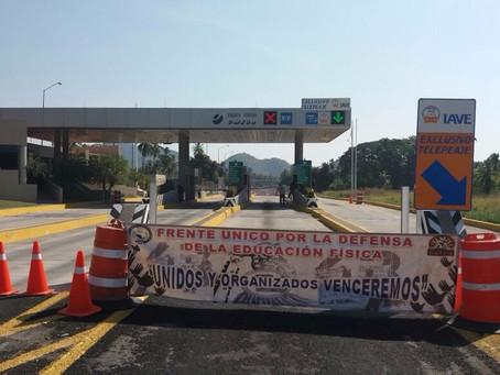 Liberan casetas de Iguala y Tecpan contra el gasolinazo