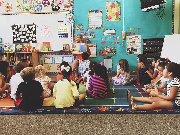 kindergarteners-and-their-teacher_t20_3J