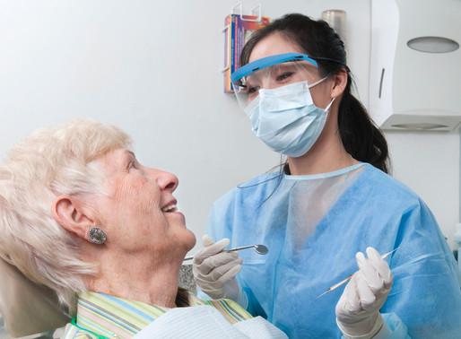 Saúde bucal do idoso: por que deve estar em perfeitas condições?