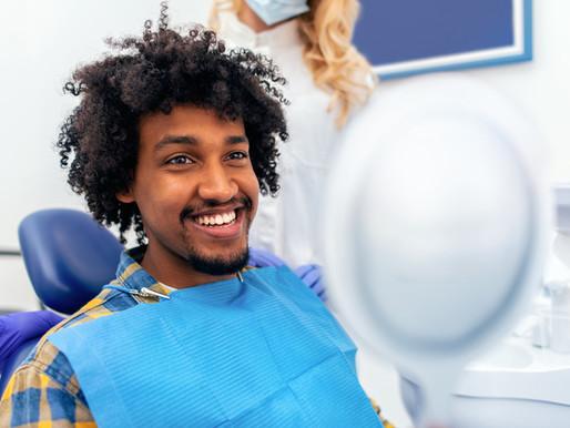 Descubra já as causas mais comuns das manchas escuras nos dentes