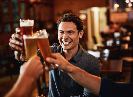 Álcool e saúde bucal: quais são os problemas gerados pelo excesso das bebidas?
