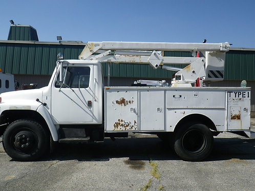1988 International 1700 Bucket Truck White
