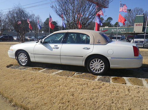 2005 Lincoln Towncar White